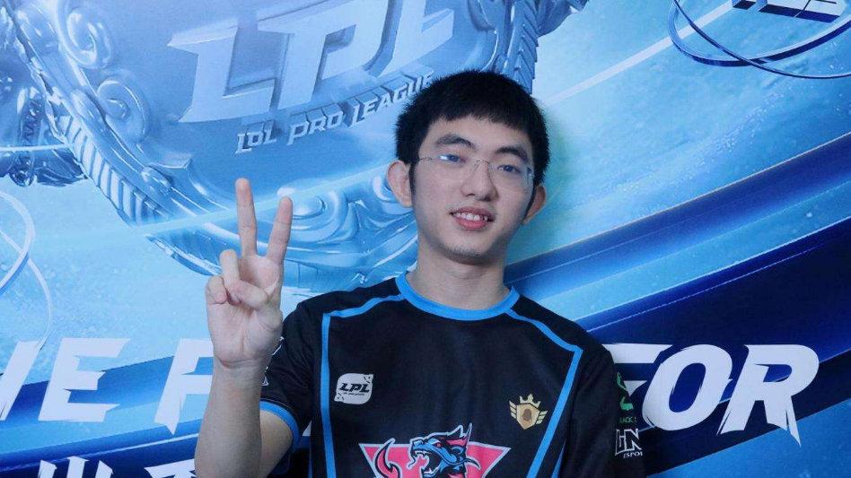 LNG官方辟谣:由于炫君希望留队,所以我们尊重选手的决定
