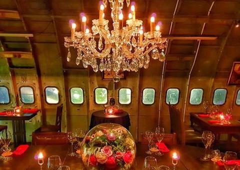 泰美了!泰国将一架飞机改造成奢华的餐厅,还有逼真的动物标本