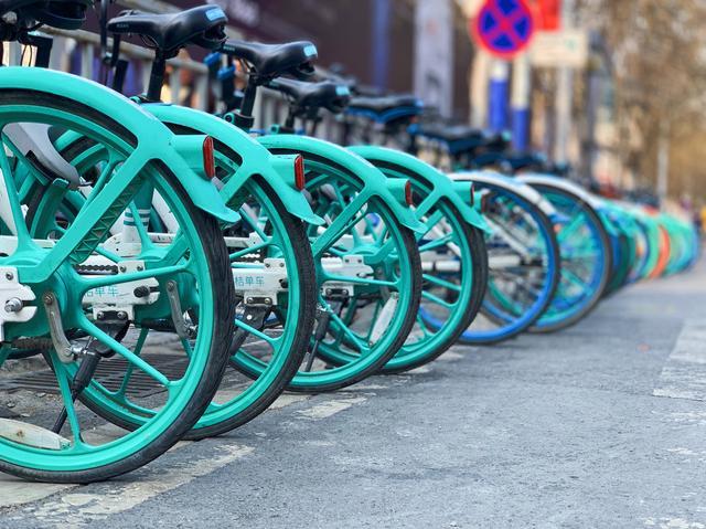 挣扎中的共享单车,迎来希望的春天