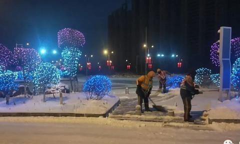长春新区环卫系统昼夜清雪确保道路通畅