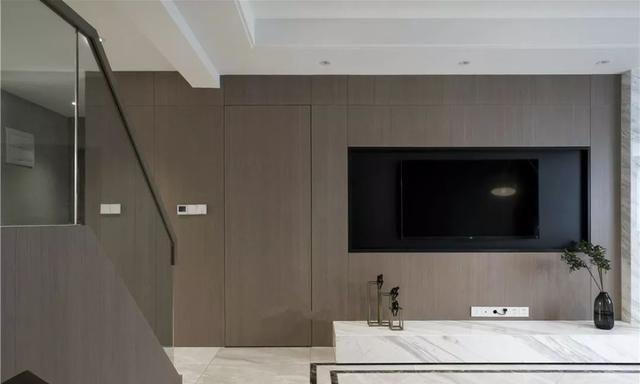门在电视墙怎么办?隐形设计助你打造简洁大气环境,美观又实用图片