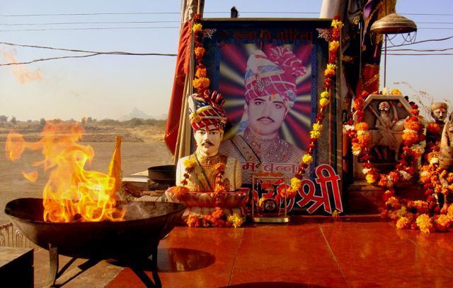 """印度共有3亿""""神明"""",但是唯独这座寺庙,不供佛像供奉摩托车"""