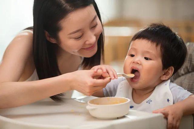 宝宝刚开始添加辅食就添加蛋黄,容易影响宝宝健康,宝妈别忽视