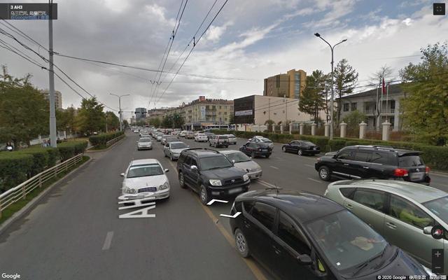 外蒙古乌兰巴托,看不到一点草原民族的踪迹,比得上国内三线城市