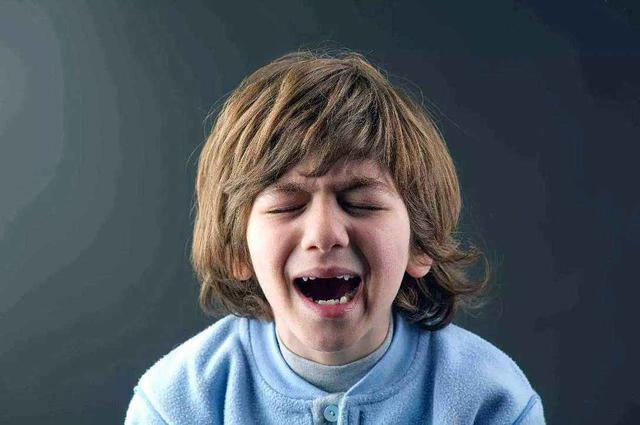 """孩子犯错,家长""""惩罚式""""教育虽然有效果,育儿专家却是摇摇头"""