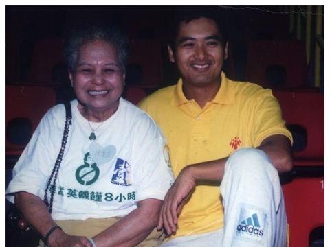 影帝周润发的母亲陈丽芳2月13日于家中在睡梦中逝世,享年98岁