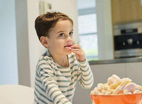 这5种小零食让孩子多吃,不仅会更聪明,还有助于长个子