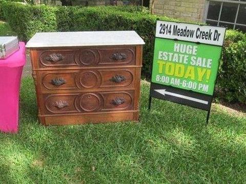 老人二手市场买回一个木柜 打开一层抽屉后 里面的东西成人生考验