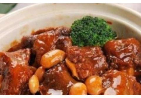 精选美食:酱油烧排骨,蘑菇蒸鸡,芝士肠仔包,儿童套餐的做法