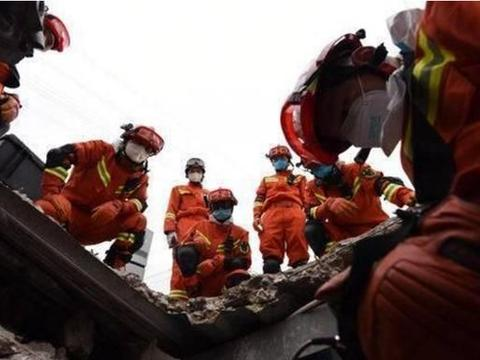 这个消防员很费鞋 参与的救援点救出了4个被困人员