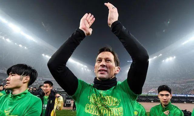 施密特下赛季将执教埃因霍温 国安后悔当初没留他吗?