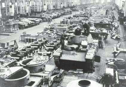 希特勒为何要发动二战?看看当时德国人的生活就懂了