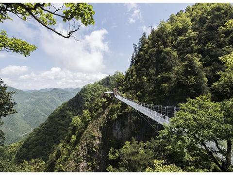 仅6平方米世界上最危险的房子,陕西安康奇险塔云山上观音殿!