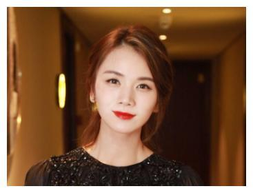 她是知名女演员,与陈思成相恋被抛弃,37岁宛如少女还是单亲妈妈
