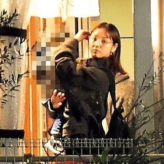 秀恩爱:佐佐木希一家三口被拍到私下外出吃饭