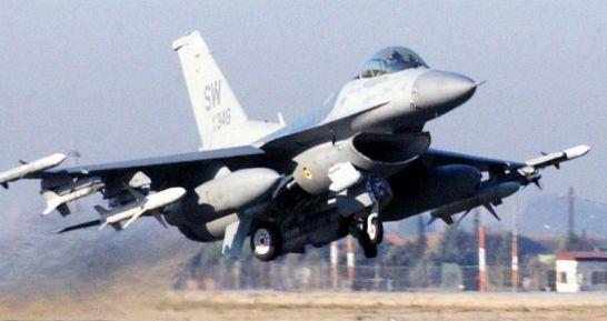 巴基斯坦F16战机阅兵彩排坠毁,飞行员不幸遇难,美国拒绝负责