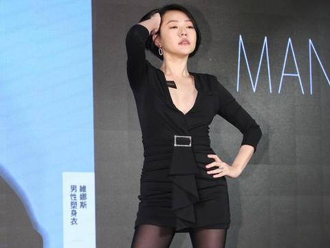 """徐熙娣""""3D""""身材真有料,黑色紧身裙秀高挑身材,女人味十足"""