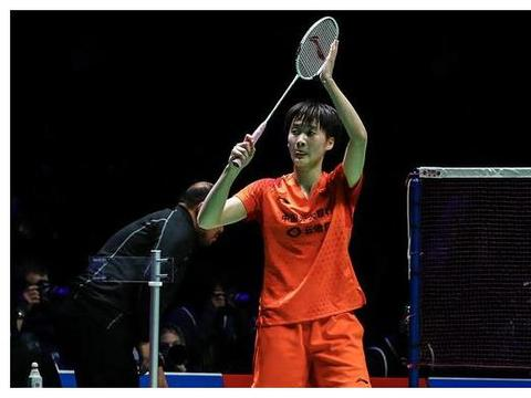 丹麦名将突然受伤退赛,李梓嘉关键时刻犯错!陈雨菲冲击女单冠军