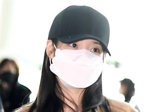 她是韩版《步步惊心》女主,今穿毛绒外套配牛仔裤,简单休闲