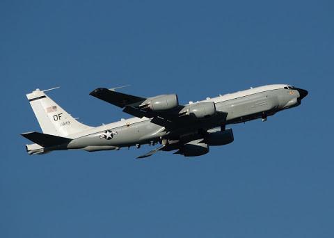 """美国军机连续两日闯入南海空域 频繁""""秀肌肉"""""""