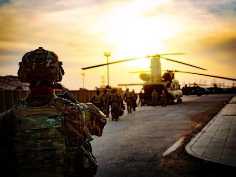 什叶派民兵连续三波袭击!美军决定让步,从中东两国撤出5个基地