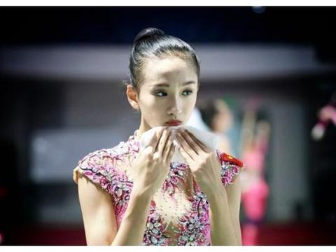 """体操女神舒思瑶,""""一字马""""照片成物理题,28岁依旧单身"""