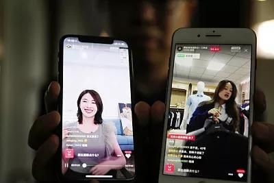 """长江商报新消费专题报道:百货业""""云购物"""" 线上线下融合发展加速"""