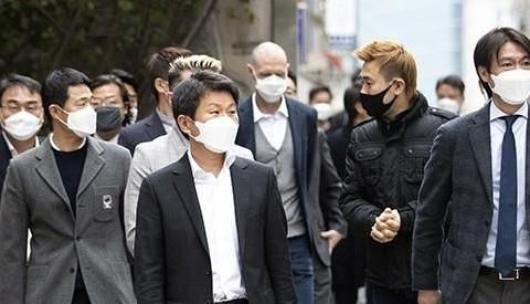 洪明甫和郑梦奎带领韩国足协集体献血 因新冠疫情致韩国血库告急