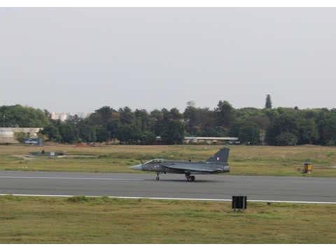 """印度国产战斗机项目获突破,第一架""""最终形态""""LCA战机首飞"""