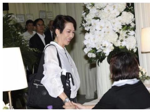 霍英东前儿媳洪国华设灵儿子亲自打理后事,邓兆尊黄夏蕙现身致哀