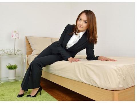 写真:西装长裤更能凸显职业女性的魅力