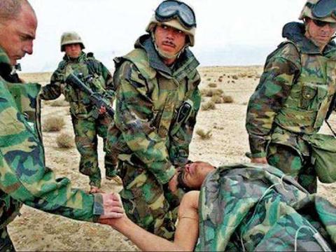 印度防弹衣质量真差,阿富汗士兵穿了之后,连人带甲被打穿