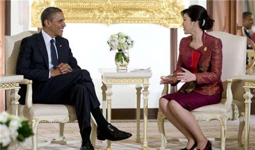 泰国女总理英拉潜逃后,泰国是如何对待她丈夫和儿子的
