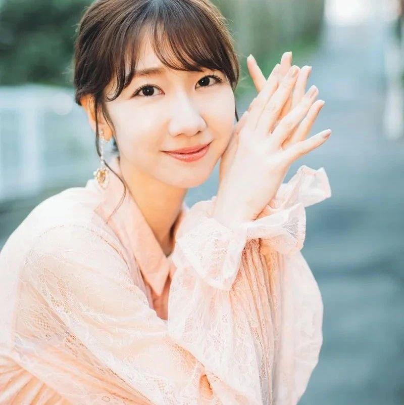 日本美女柏木由纪太靓丽!肌肤娇嫩笑靥如花温柔惊艳