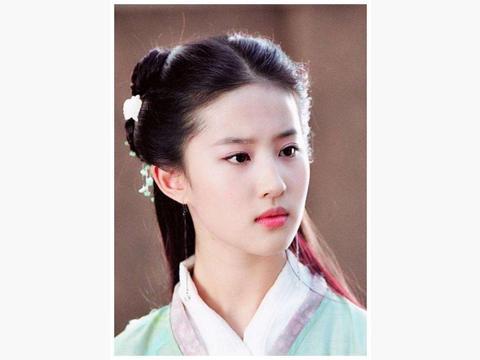 刘亦菲太赞了,穿宝蓝色西装又美又攻,挥剑简直帅翻了