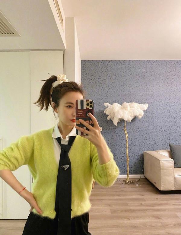 吴昕针织衫配黑领带,如此奇葩的造型女明星里少见
