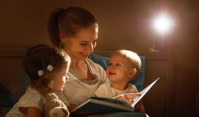 """睡前阅读变成""""催眠曲""""?被中国父母误解的教育"""