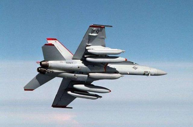 美军F-18靠近伊朗空域 遭到地空导弹瞄准,伊军:继续靠近就击落