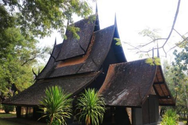 """泰国最""""与众不同""""的寺庙,不烧香不供佛,却放置着各种动物标本"""