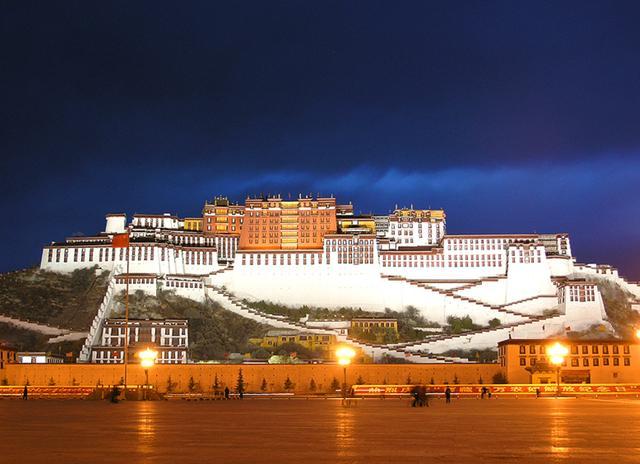 我国最奢侈寺庙,用30吨黄金10万颗珠宝打造,内藏释迦牟尼舍利子