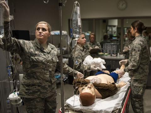 若有不测军队会介入,美疫情形势十万火急,医疗船已经被派去