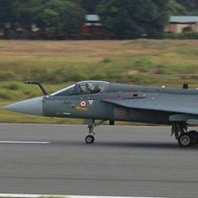 印度完全版LCA战机首飞 只有一项性能领先巴军枭龙