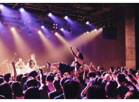 4月3日,MAO春节后首演,观众再嗨也得戴口罩