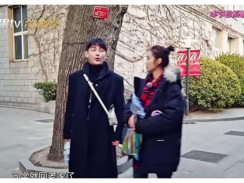 张佳宁回大学,透露中戏毕业后同班同学的真实去向,有人去当前台