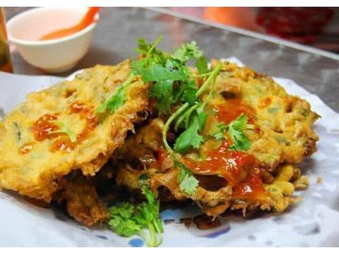 它荤素搭配、色泽金黄,壳酥香馅鲜美,海蛎饼和肉饼哪个更好吃呢