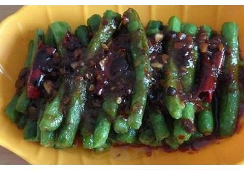 精选美食:红烧排骨笋、面酱炒刀豆、鸭血烧粉丝、酸香丸子粉丝汤