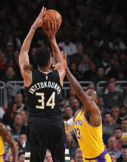 詹皇防守效率NBA第四锋线第一!小卡甘拜下风,收4大荣誉超乔丹