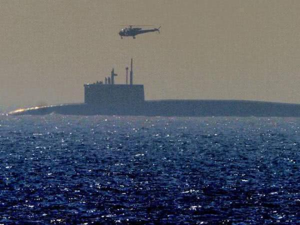 仅一艘国产核潜艇下水,目标就敢瞄准东方,巴铁怒怼:敢动手试试