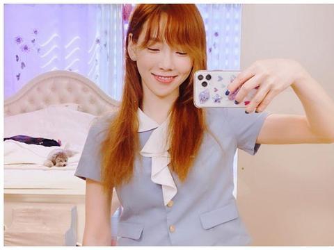 """真的 32 岁了吗?少女时代金泰妍:穿了""""高中时期旧校服""""引热议"""