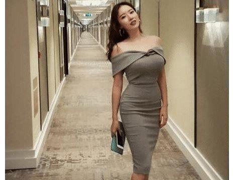 因刘强东走红的蒋聘婷, 国外住豪宅开豪车, 女人味难以抵挡!